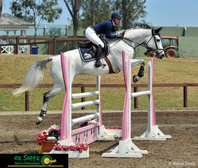 The 9 year-old Warmblood from Germany, Wonpasset and rider Sarah Beale perform a perfectly even jump in the 1.20m open. The pair from Sydney recently competed in the World Cup at Queensland State Equestrian Centre.