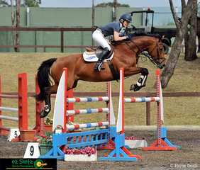 Vicki Roycroft jumped a superb 1.20m track to take out the win on her horse Remembrance receiving a time of 63.81 seconds, the fastest time by 3 seconds.