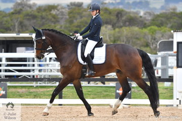 Rebecca Holmes rode , 'Bellaire Cobra' to fifth place in the Medium Championship.