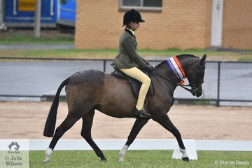 Amelia Petrie rode her own and Emily Murray's successful, 'Raleigh Picture Perfect' to take out the International Animal Health 2020 VAS Ltd Child's Show Hunter Pony Championship.
