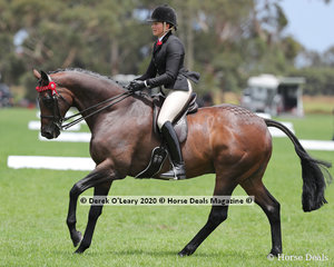 """Syenna Vasilopoulos rode """"Base"""" in the ridden Small Hack"""