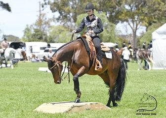 Sarah Tute riding Triandibo Inhotchocolate in the Open Trail class.