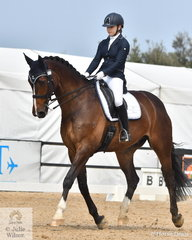 Rebecca Holmes rode Bellaire Cobra to take out the Charlie's Cookies Medium Championship.