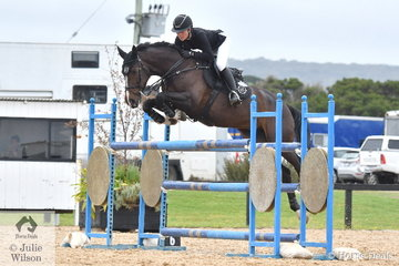 Jess Stones jumped a quick clear round aboard Chatina JRE for sixth place in the Open 130cm Art. 238.2.1.