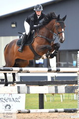 Tesse Cook rode Rimfire Park Vogue to 8th place in the Open 130cm Art. 238.2.1.