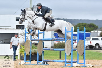 Jamie Kermond rode a nice clear round aboard Riverton Rose Royale in the Open 130cm Art. 238.2.1.