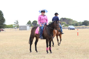 Amanda Munn and Sanlirra Casino, looking nice and bright in the Encourage.