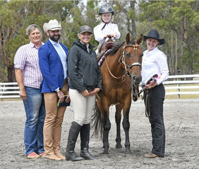 Leadline class, won by Nevada Thompson-Knight riding Linden Pollyanna, with Cynthia Kettle, Judge Craig Rath (Vic) Annalise Kettle and Mandy Knight.