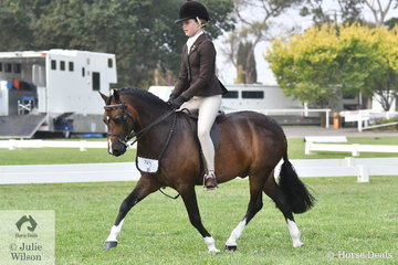 Poppi Plumb rode, 'Dalgangle Piccadilly' to take third place in the Child's Small Show Hunter Pony Championship.