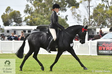Shae Latimer rode her, 'Classic Image of Sefton' to make Top Ten in the 2020 Barastoc Large Galloway Championship.
