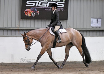 Keren Robertson and Wicked Mind in the Amateur Hunter Under Saddle.