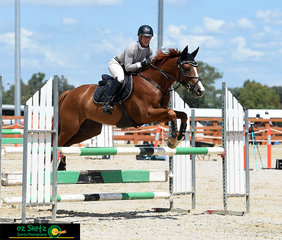 Competing at the 2020 Tamworth Indoor Championships in the Open 1m AM7 was Krissy Harris and 'Logan'.