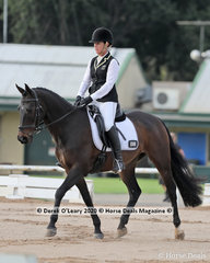 "Shelly Campbell rode ""Ridgview Lincoln"" in the Novice 2A riders 40-49 group"