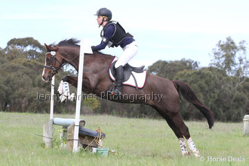 Making a return to competition with many other keen riders, R Taylor and Wynara First Romance
