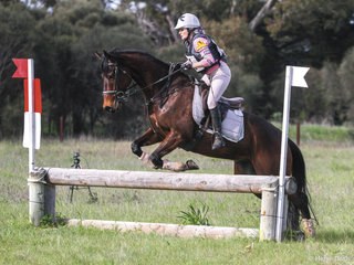 3rd place in the 95 was claimed by Tarnya Brennan riding 'Dallas'.