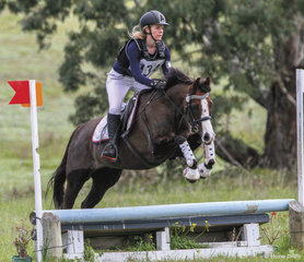 Ruth Taylor placed 4th in the 65 Div 2 riding 'Wynara First Romance'.