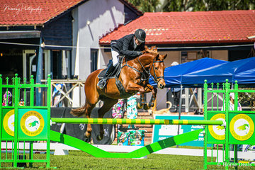 Nick Whyntie and 'Geoff' having a great start to the spectacular winning the Olympic Trailers Open 1.10cm