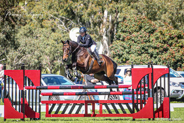 Chloe Wedd riding 'Forrest Gumpp' having a nice round to take 4th in the Hann's Horse Transport Bronze Cup