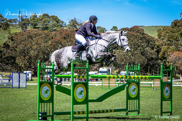 Susie Verco riding her gelding 'Captivate' had a very successful weekend with minor placings in the 1.20m classes but stepping up to take honours in the Hann's Horse transport Gold Cup