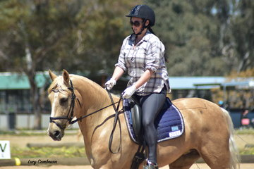 Lauren Smart on Whispering Willow placed 1st in the CR Novice 2A and 2nd in the CR Novice 2B.