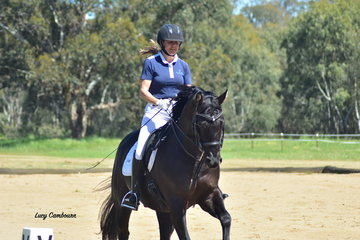 Sally Walker riding Woolaroo Donnerschwartz