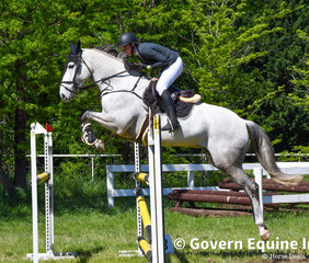 Samantha Sant and Blackall Parl Clarence jumped a double clear to finish in 4th in the Grand Prix