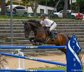 Caitlin Brewer and the evergreen Celeborn Ego Z in the Helen Slater and Family 1.25m