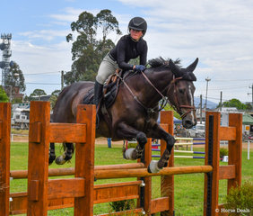 Emerson Armstrong appears to have stolen her mum Melinda's GH Beyonce Babe on a permanent basis. The pair had a great weekend and were in the ribbons on several occasions