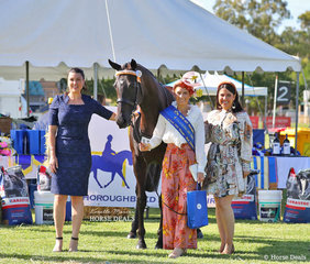 Louise Refalo was declared Best Dressed in the Fashions on the Field event. Pictured with judges Jemma Cutting and Julieanne Horsman.