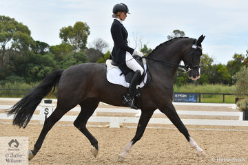 Jessica Dertell rode the Sabble Farm's beautiful, imported stallion, 'Zanzibar' to an entertaining Queen theme to win the Theault U25 Grand Prix Freestyle.