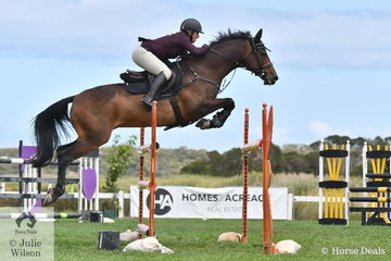 Jess Kiernan jumped one of just eight first round clears in the Homes and Acreage Mini Prix riding her, 'Hemsworth'.
