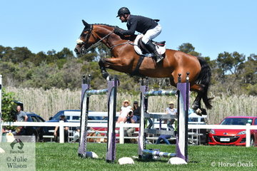 The Queenslander and sometime Victorian, Billy Raymont again showed his class today, by posting the only double clear to win the Browns Sawdust and Shavings Grand Prix riding Michelle Clarke's super stylish and talented, 'Anton'. Billy also took second place in the class riding, 'YPH Capulet'.