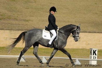 Claire Harding from NSW rode Jaybee Cloud  in the Capricorn Feed Bins Preliminary 1.3 to score 59.6%.