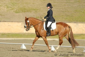 Rebecca Smith from NSW rode Happy Swagman in the Capricorn Feed Bins Preliminary 1.3 to score 57%.