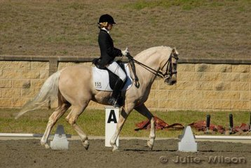 Phoebe Carden from NSW rode Zinadene in the Ride In Style Advanced 5.2 to score 55.7%.