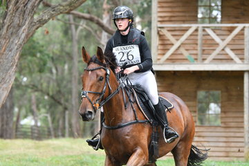 Having just left the pub, Manon Schey and 'Northern Farrington' contemplate the course ahead. They were competing in Section 2 of the Horseland CCI***.