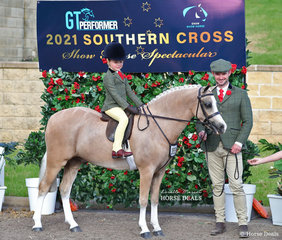 """Mackenzie Slater piloted Maia Warren's """"Imperial Bow Tie"""" led by Cameron Wood to win the Leading Rein Show Hunter Pony Championship."""