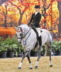 """Top 5 in the GIDDY UP GIRL Rider 17 & under 21 years event Aolani Ware, riding """"Oceans LeVu""""."""