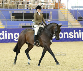 """""""Kryptonyte"""" and Eden Richardson competed in the SYDNEY SOLVENTS Large Show hunter Hack event."""