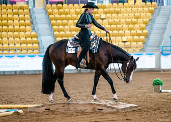 Janette Wallace & Amazenly Lazy in the select Amateur Trail Senior Horse.