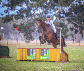 Kaitlin Smith and 'Classico' - winners of the McDonalds Naracoorte EVA 80 Div1.