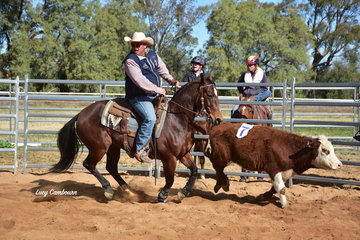 Lonnie Henderson riding in the #10 Handicap Class on Sunday
