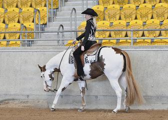 Danielle Cameron riding Final Saloot.