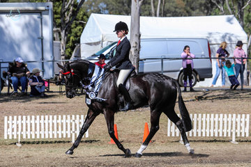 Rhiannon Hart and Oceans Runner Up Large Show Hack