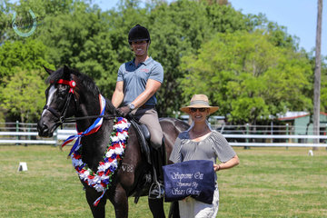 Winner of supreme ridden OTT spectacular was Smiling Manolito by High Chaperral ridden by Adam Oliver and owned by Michelle Labahn