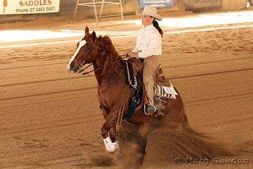 Coco Lena & Kerri Anderson in the Novice Horse Non-Pro Event at the QRHA State Championships.