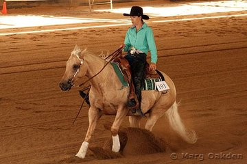 Jacks Amber Spin & Teresa Russo contesting the Novice Horse Non-Pro event.