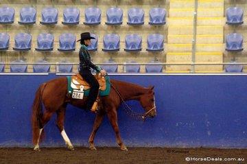 Annlee Light My Fire & Annette Boyd in the Amateur Junior Horse Western Pleasure.