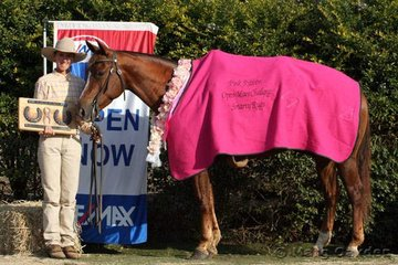 The champions of the Pink Ribbon Open Mare Challenge, Super Elegant & Tania Powell, with the handsome spoils that went with the honour.
