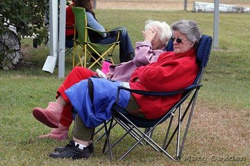 This pair of spectators made sure that they kept nice & toasty while keeping an eye on the action at the Great South East Dressage Championships.